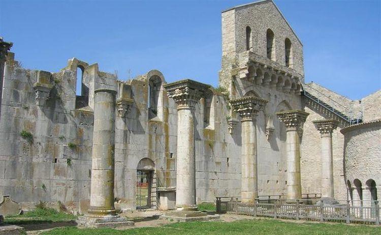 L'Incompiuta e l'abbazia della SS.Trinità a venosa